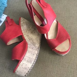 Shoes - Red hot platform from Argentina! Size 5